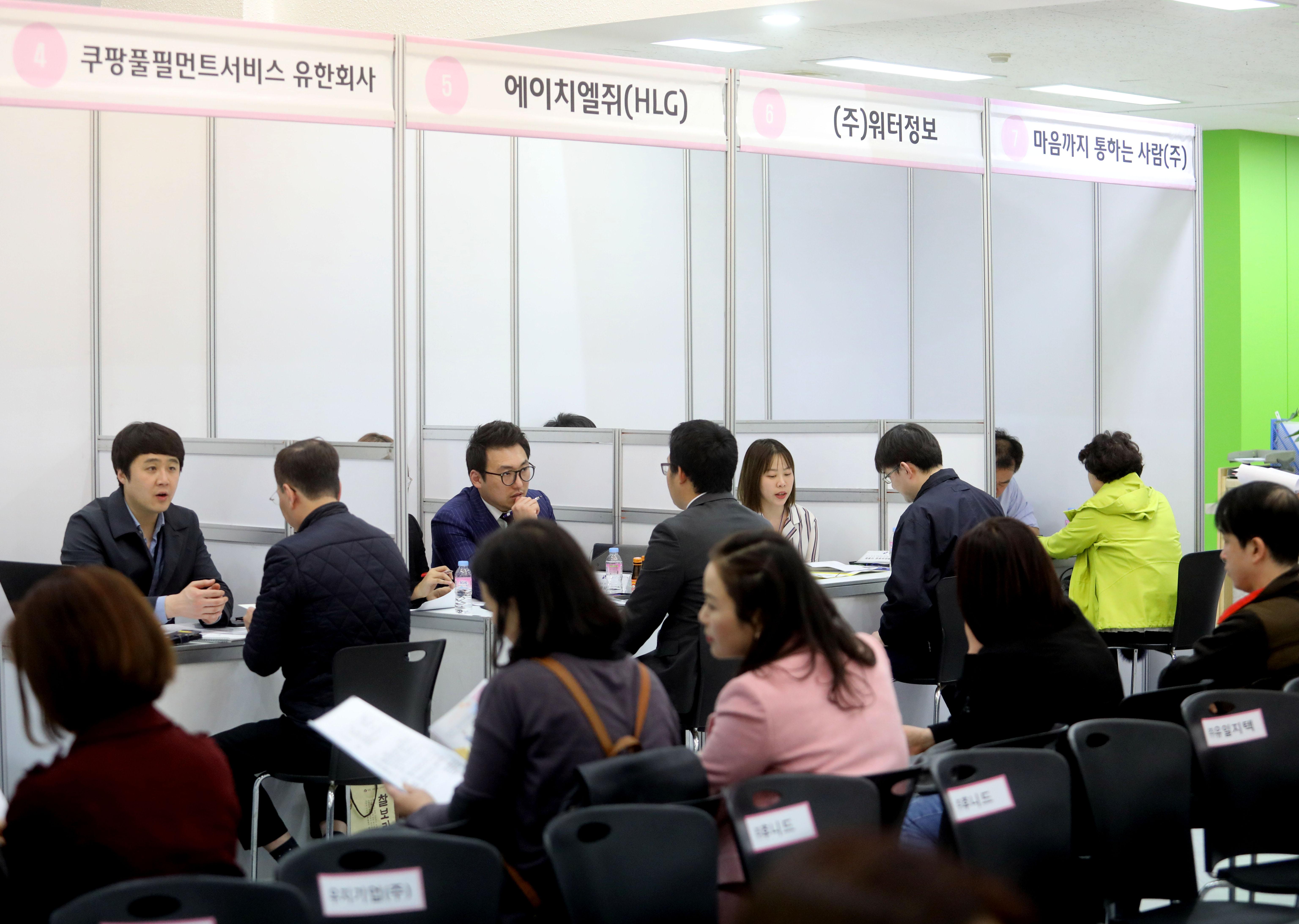 강남구는 취업박람회, 취업특강, 취업 컨설팅 등 다양한 취업지원 사업을 추진하고 있다.