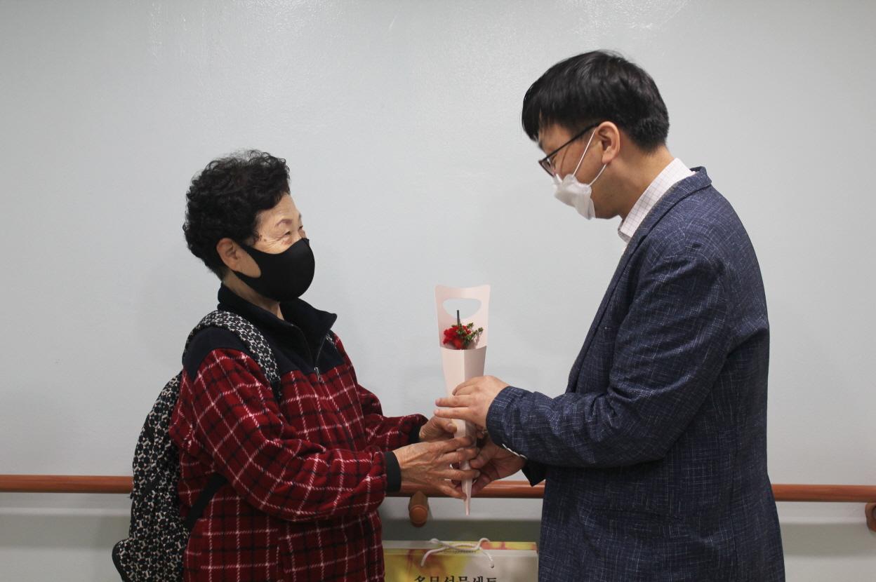 어버이날 맞이 만사효(孝)통 페스티벌 나눔꾸러미 전달(위기및독거노인지원사업&후원)